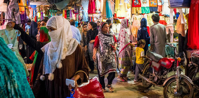 women-markets-pakistan-696x342